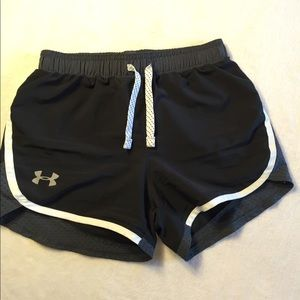 Under Armour Girls Black Shorts size small